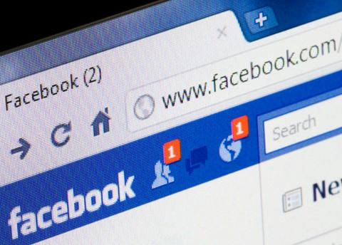 capo-chiede-amicizia-su-facebook-che-fare_480_344
